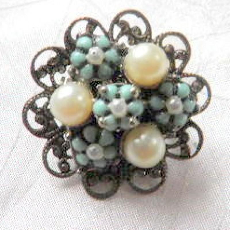 Pearl & Blue Pin